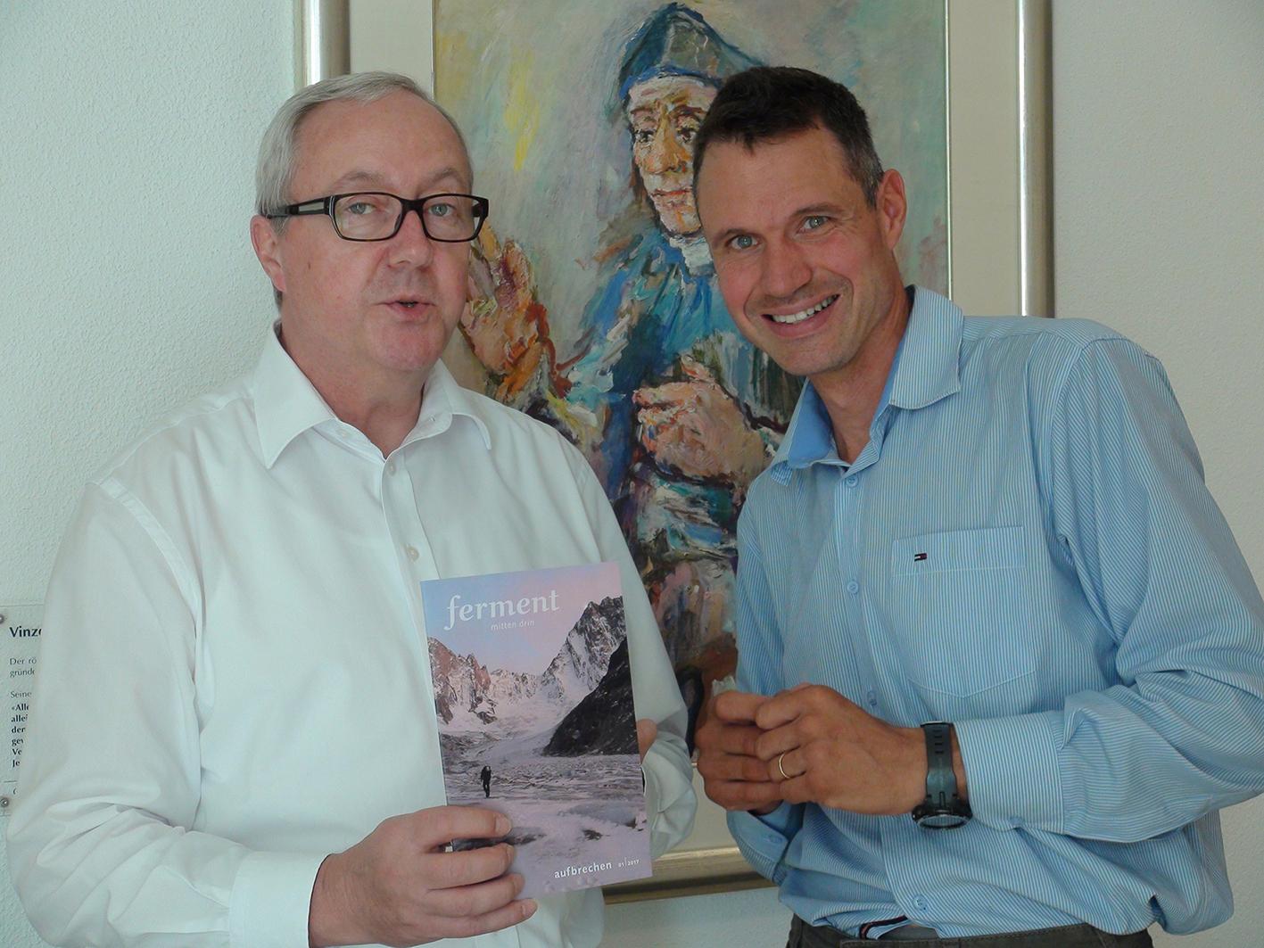 Pallottinerprovinzial Adrian Willi (links) und Christoph Klein präsentieren das neue