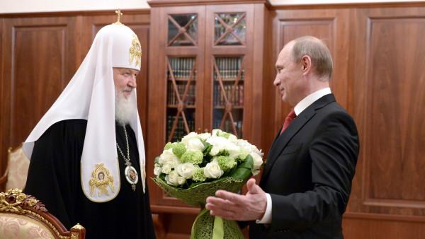Vladimir Putin, hier am 24. Mai 2015 bei einem Treffen mit Patriarch Kirill von Moskau und ganz Russland | © 2015 keystone tass Alexei Nikolsky