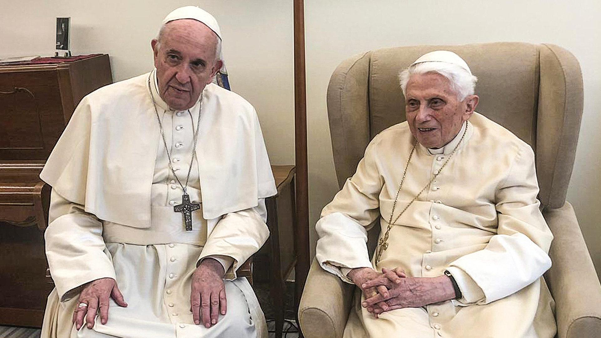 Papst Franziskus und Benedikt XVI. am 15. April 2019, Benedikts 92. Geburtstag. | © KNA
